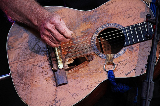 Willie and his guitar